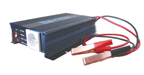Měnič napětí 12V/230V 600W CZ + nabíječka autobaterií max.3A